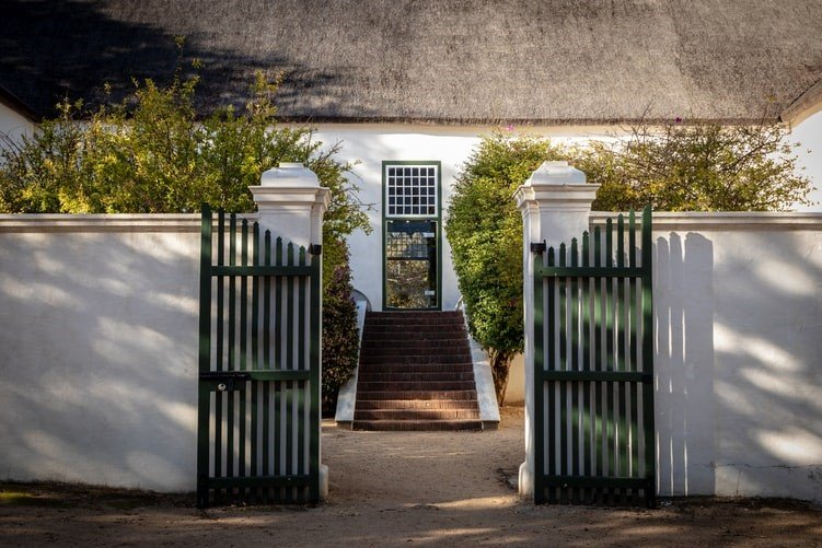 5 Mind-blowing Benefits of Installing Vinyl Gates