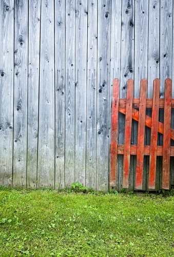 4 Signs That Your Fencing Has Aged Beyond Repair